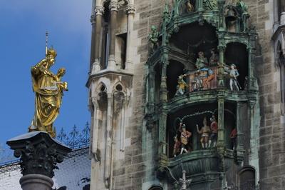 Mariensäule und das Glockenspiel am neuen Rathaus
