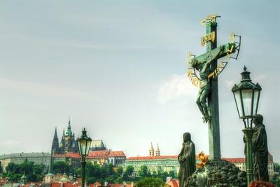 Kreuze auf der Karlsbrücke