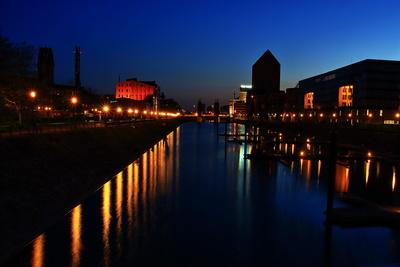 Blue hour im Innenhafen Duisburg