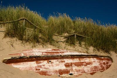 Boot im Dünensand