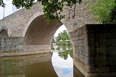 Blick dürch die alte Lahnbrücke in Wetzlar