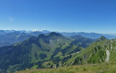 Weite Sicht in die Hochsavoier Alpenwelt