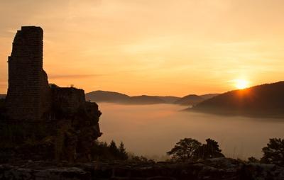 Sonnenaufgang im Dahner Felsenland...