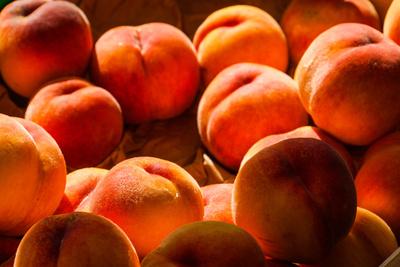 Pfirsiche am Marktstand