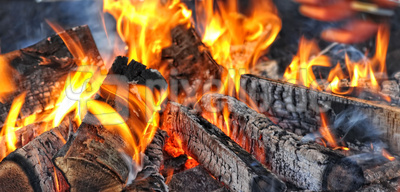 Holzfeuer