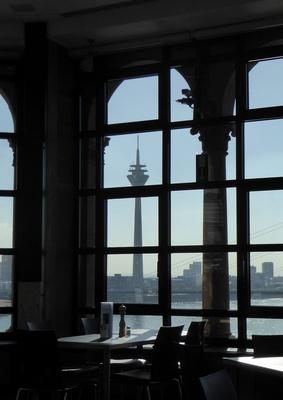 Wahrzeichen von Düsseldorf (Gegenlichtaufnahme)