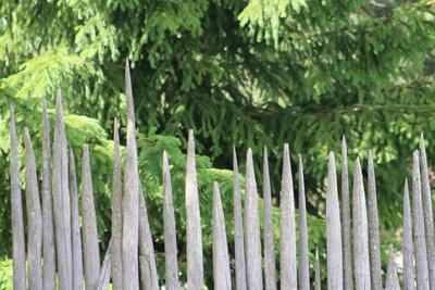 Holzzaun bei Vaasa aus reiner Natur