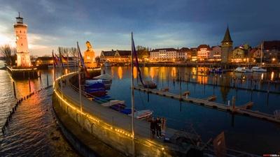 Lindauer Hafen bei Abenddämmerung