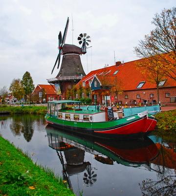 Schiff und Mühle in Großefehn