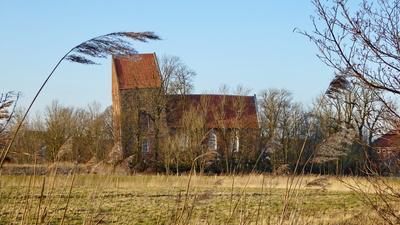 Schiefer Turm von Suurhusen in Ostfriesland