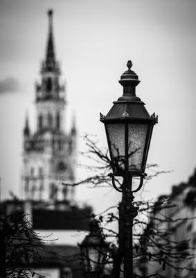 Straßenlaterne in München mit Rathaus