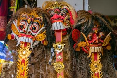 drei Masken