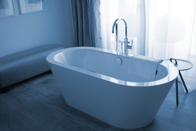 Bad modern mit frei stehender Wanne
