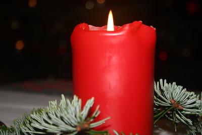Eine rote Kerze