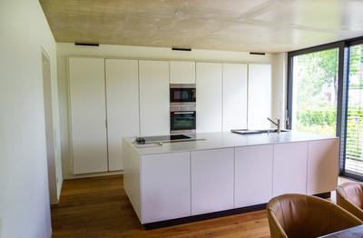 Moderne Einbauküche offen