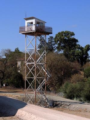 """Wachturm in der """"Grüne Linie"""" von Nikosia, Zypern"""
