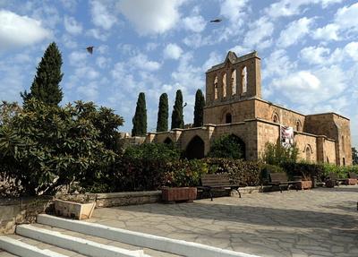 Die Ruine der Abtei Bellapais in der Türkischen Republik Nordzypern