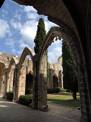 Gotische Spitzbögen der Abtei Bellapais in der Türkischen Republik Nordzypern