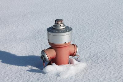 Hydrant geht unter im Schnee