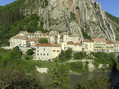 Dächer und Berg in Sisteron