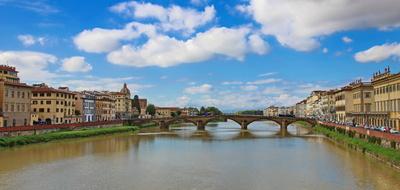 Eine der vielen Brücken in Florenz