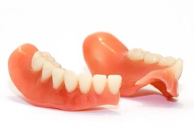 Zahnprothese gebrochen