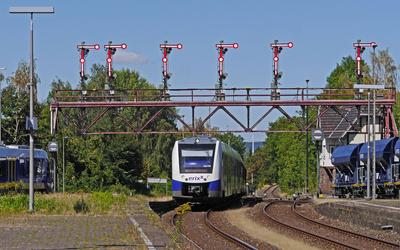 Denkmalgeschützte Signalbrücke . . . .