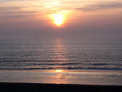 Sonne sinkt ins Meer