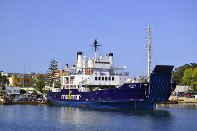 Fähre im Hafen von Ischia