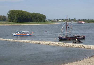 Fahrzeuge auf dem Rhein