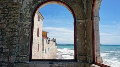 Novigrad - Blick durchs Fenster