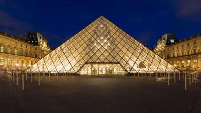 Pyramide des Louvre in Paris