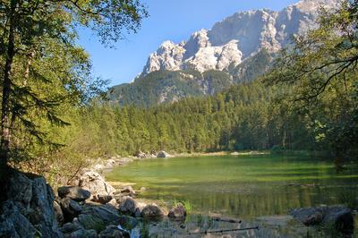 Der Eibsee unterhalb der Zugspitze (1)