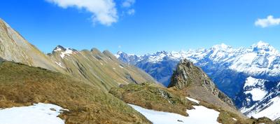 Uschenengrat und Walliser Alpen
