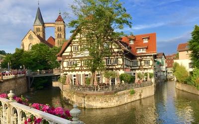 Esslingen Neckar-Kanal mit Stadtkirche