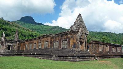 Im Tempelbezirk Wat Phou