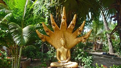 Buddha-Statue in einem Tempelbezirk von Vientiane
