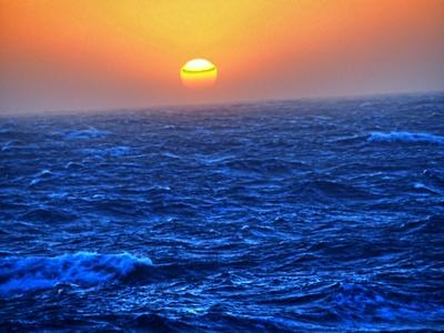 Sonnenuntergang bei bewegter See