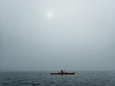 Kajak im Nebel