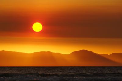 rotgoldene Sonnenkugel