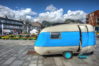 Wohnwagen in Hellblau