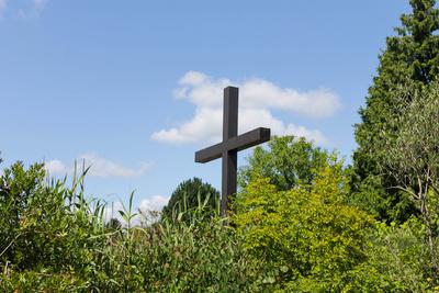 Kreuz gen Himmel