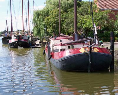 Plattbodenschiffe im Hafen von Leer/Ostfriesland_2