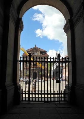 Speyer, Blick aus dem Dom auf den Domplatz