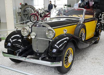 Mercedes Cabrio . . . .