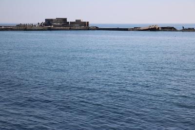 Alte Hafenanlage am Meer