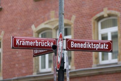 Roter Wegweiser in Erfurt