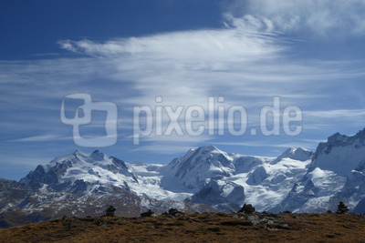 Leicht bewölkt in den Alpen