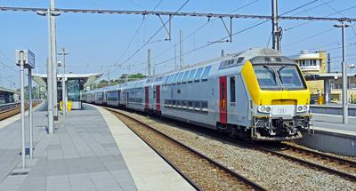 Doppelstock-Intercityzug . . . . .
