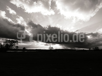 Wolken über der Elbe